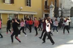 Bubnjaj, pleši, protestiraj